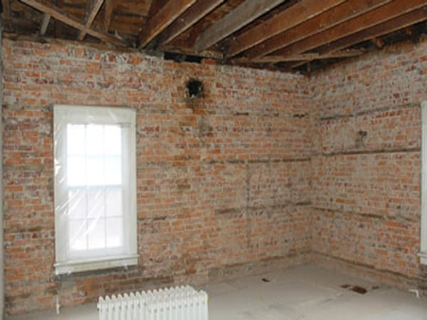 brick wall cleaning soda blasting before