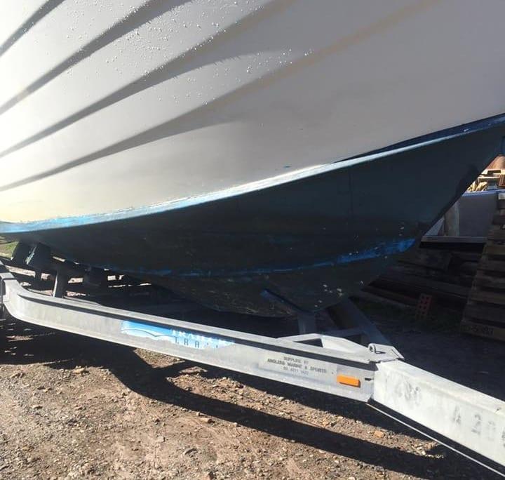 Boats Antifoul Removal Abrasive Blasting Before - Soda Tec